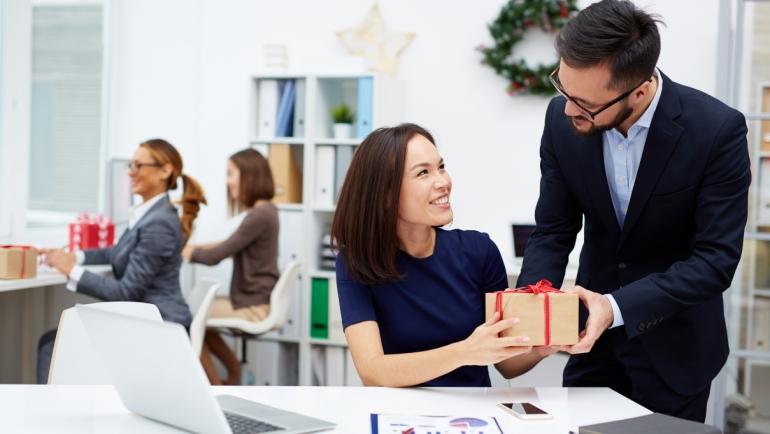 Cadeaux et récompenses aux employés